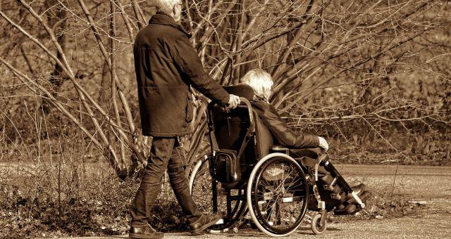 sillas de ruedas ancianos